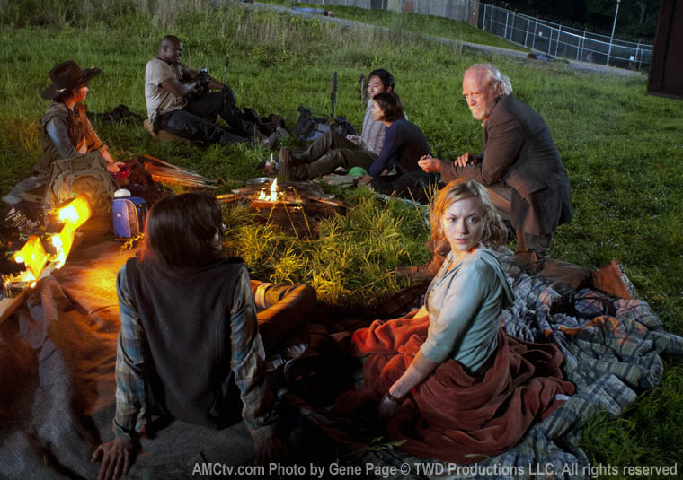 Lori Grimes (Sarah Wayne Callies), Carl Grimes (Chandler Riggs), T-Dog (IronE Singleton), Glenn Rhee (Steven Yeun), Maggie Greene (Lauren Cohan), Hershel Greene (Scott Wilson) and Beth Greene (Emily Kinney) in Episode 1 of The Walking Dead