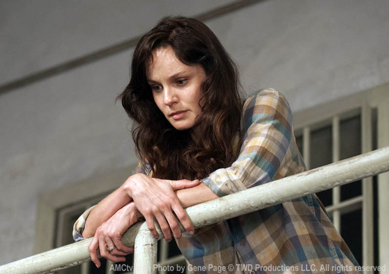 Lori Grimes (Sarah Wayne Callies) in Episode 1 of The Walking Dead