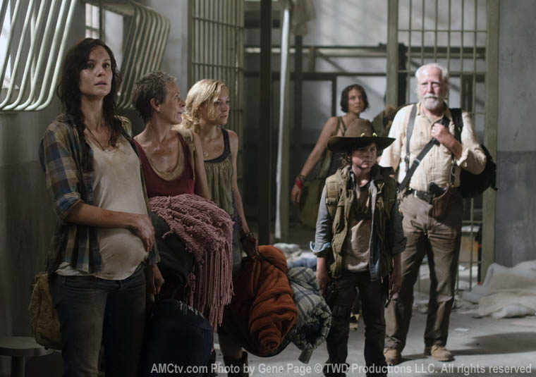 Lori Grimes (Sarah Wayne Callies), Carol Peletier (Melissa McBride), Beth Greene (Emily Kinney), Carl Grimes (Chandler Riggs), Hershel Greene (Scott Wilson) and Maggie Greene (Lauren Cohan) in Episode 1 of The Walking Dead