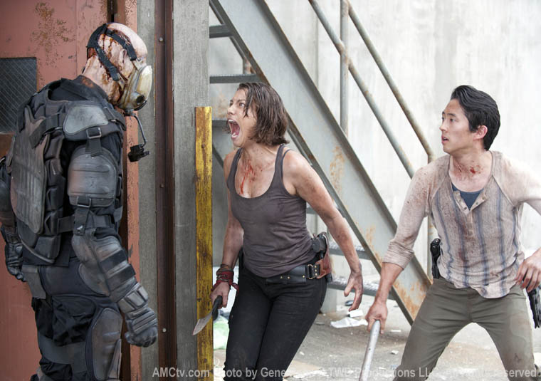Maggie Greene (Lauren Cohan) and Glenn Rhee (Steven Yeun) in Episode 1 of The Walking Dead
