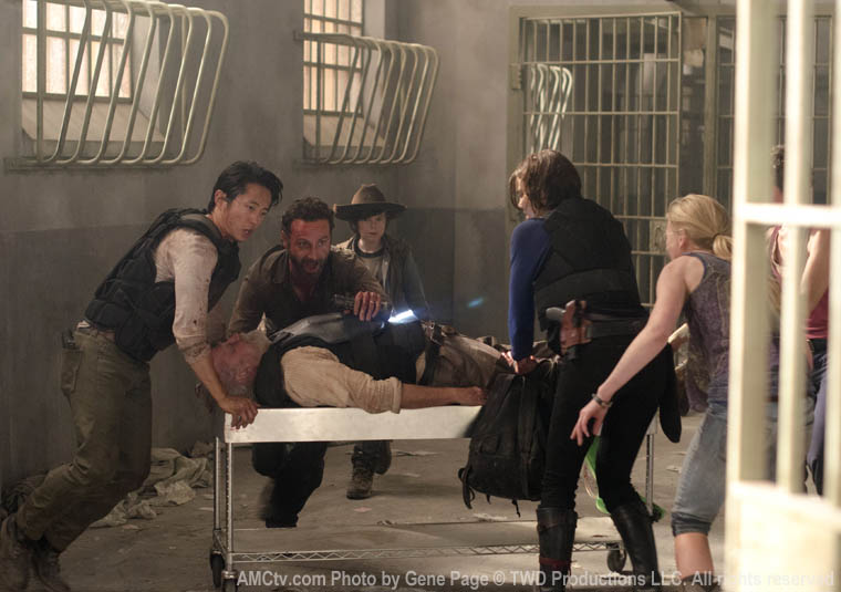 Glenn Rhee (Steven Yeun), Hershel Greene (Scott Wilson), Rick Grimes (Andrew Lincoln), Carl Grimes (Chandler Riggs), Maggie Greene (Lauren Cohan) and Beth Greene (Emily Kinney) in Episode 2 of The Walking Dead