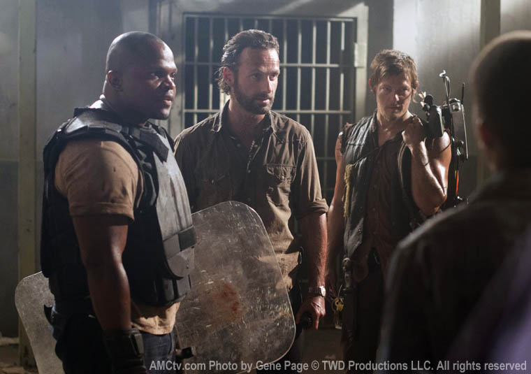 T-Dog (IronE Singleton), Rick Grimes (Andrew Lincoln) and Daryl Dixon (Norman Reedus) in Episode 2 of The Walking Dead