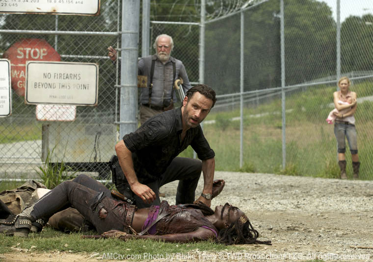 Hershel Greene (Scott Wilson), Rick Grimes (Andrew Lincoln), Michonne (Danai Gurira) and Beth Greene (Emily Kinney) in Episode 7 of The Walking Dead