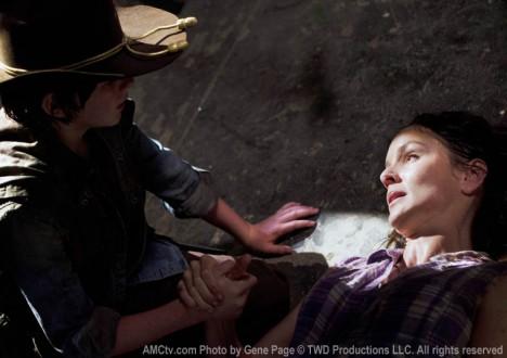 Carl Grimes (Chandler Riggs) and Lori Grimes (Sarah Wayne Callies) in Episode 4 of The Walking Dead