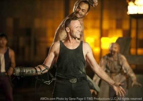 Merle Dixon (Michael Rooker) and Martinez (Jose Pablo Cantillo) in Episode 5 of The Walking Dead