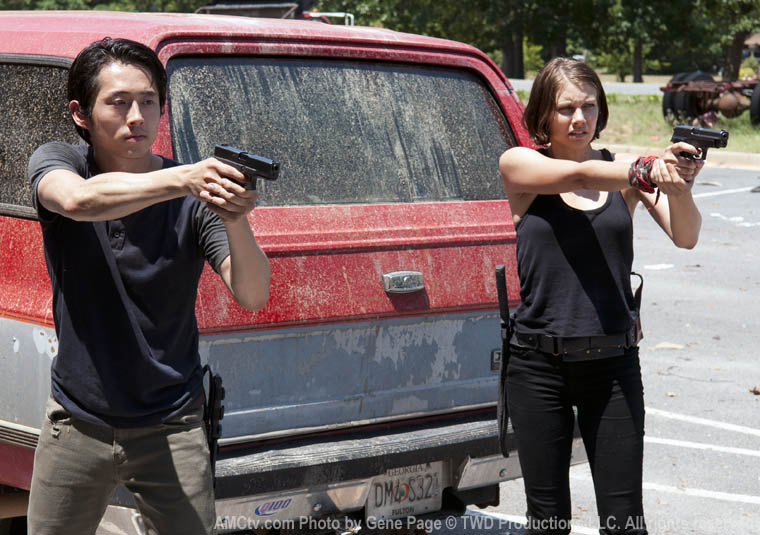 Glenn Rhee (Steven Yeun) and Maggie Greene (Lauren Cohan) in Episode 6 of The Walking Dead