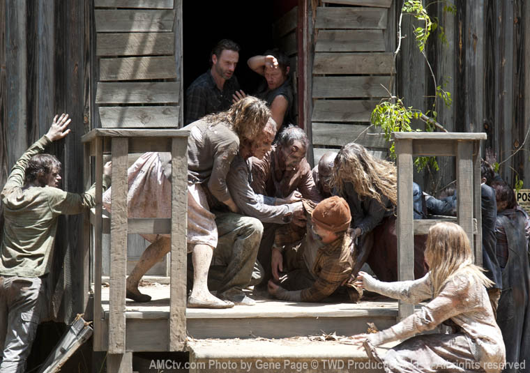 Rick Grimes (Andrew Lincoln), Daryl Dixon (Norman Reedus) and Hermit (Alex Van) in Episode 7 of The Walking Dead