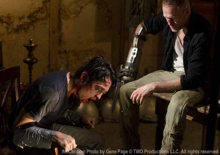Glenn Rhee (Steven Yeun) and Merle Dixon (Michael Rooker) in Episode 7 of The Walking Dead