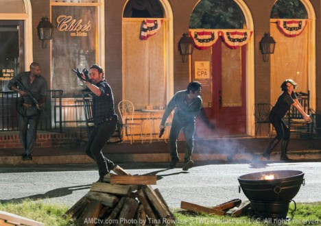Oscar (Vincent Ward), Rick Grimes (Andrew Lincoln), Glenn Rhee (Steven Yeun) and Maggie Greene (Lauren Cohan) in Episode 8 of The Walking Dead