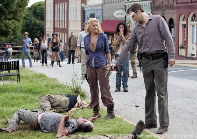 Milton Mamet (Dallas Roberts), Andrea (Laurie Holden), Karen (Melissa Ponzio) and the Governor (David Morrissey) in Episode 9 of The Walking Dead