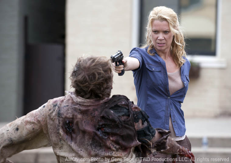Andrea (Laurie Holden) in Episode 9 of The Walking Dead