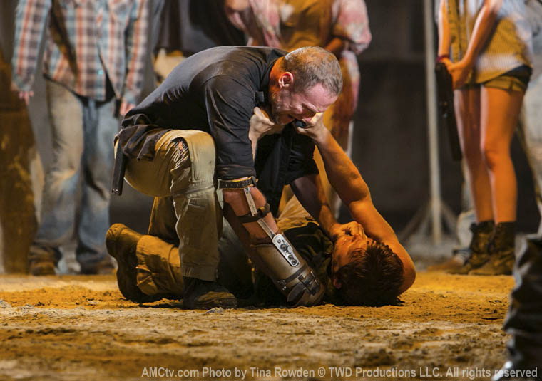 Merle Dixon (Michael Rooker) and Daryl Dixon (Norman Reedus) in Episode 9 of The Walking Dead