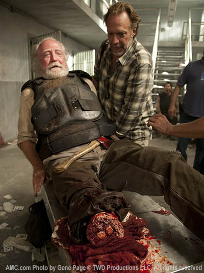 Scott Wilson (Hershel Greene) and Greg Nicotero (Co-Executive Producer) in Episode 2 of The Walking Dead
