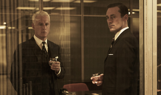 Brian Williams Interviews <em>Mad Men</em> Cast; Matthew Weiner, John Slattery Chat with <em>CBS</em>