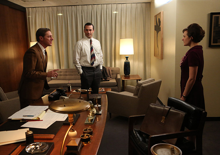 Ted Chaough (Kevin Rahm), Don Draper (Jon Hamm) and Peggy Olson (Elisabeth Moss) in Mad Men