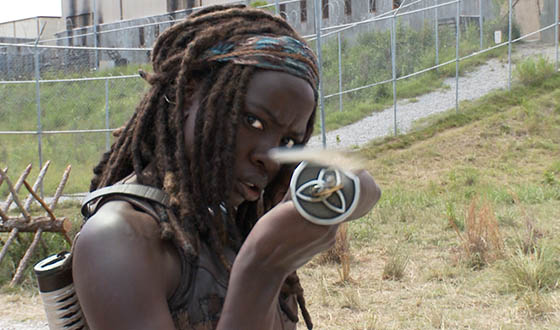 TWD-S4-Cast-on-Set-Video-Michonne-560