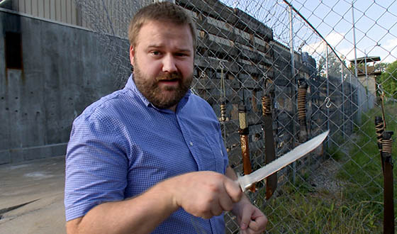 Video &#8211; Robert Kirkman Tours <em>The Walking Dead</em> Season 4 Prison Set