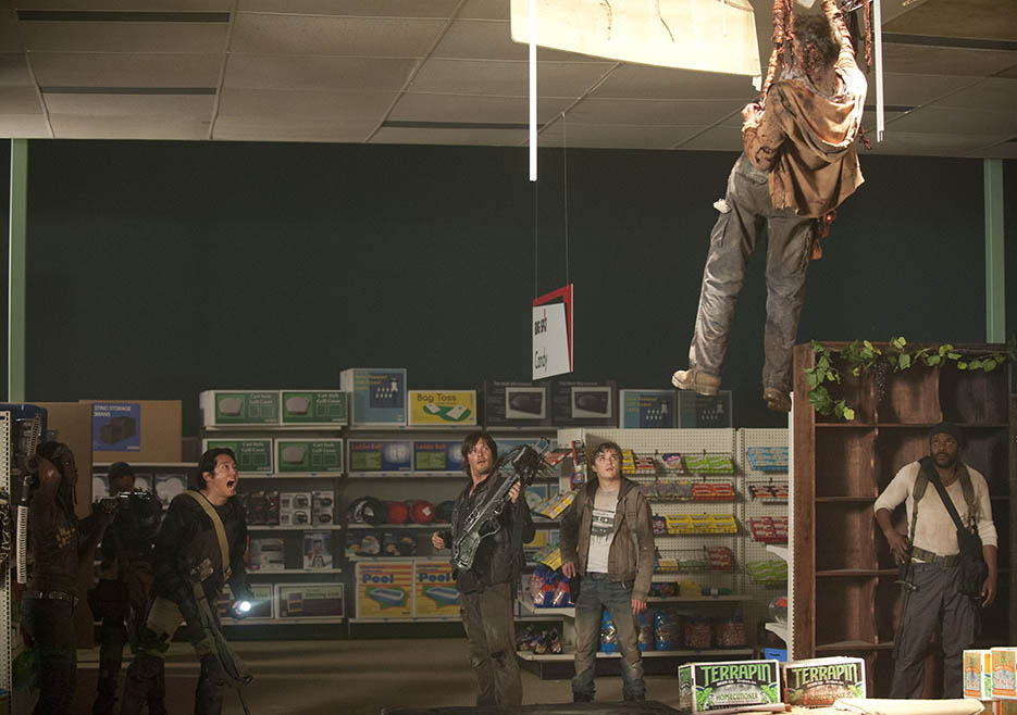 Michonne (Danai Gurira), Sasha (Sonequa Martin-Green), Glenn Rhee (Steven Yeun), Daryl Dixon (Norman Reedus), Zach (Kyle Gallner) and Tyreese (Chad L. Colemna) in Episode 1 of The Walking Dead
