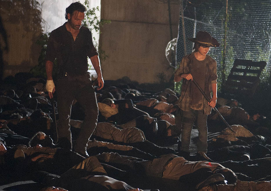 Rick Grimes (Andrew Lincoln) and Carl Grimes (Chandler Riggs) in Episode 5 of The Walking Dead