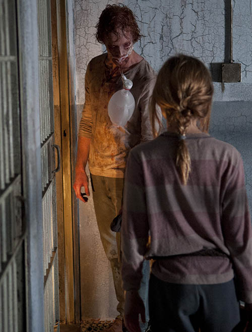 Lizzie (Brighton Sharbino) in Episode 5 of The Walking Dead