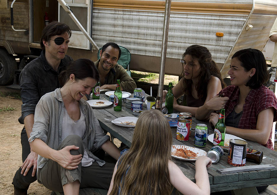 Meghan Chambler (Meyrick Murphy), Lilly Chambler (Audrey Marie Anderson), the Governor (David Morrissey), Martinez (Jose Pablo Cantillo), Alisha (Juliana Harkavay) and Tara Chambler (Allana Masterson) in Episode 7 of The Walking Dead