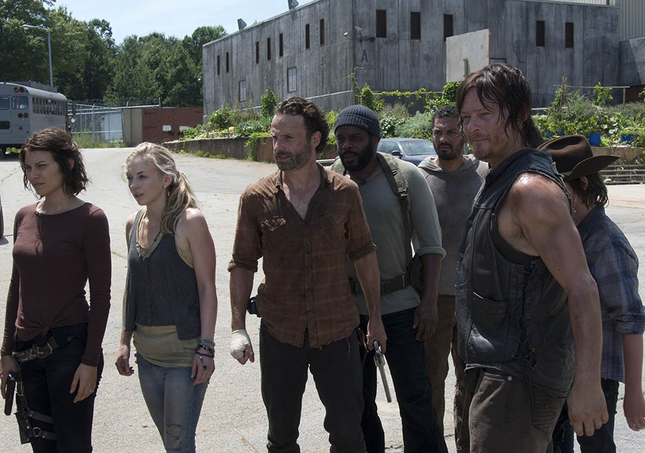 Maggie Greene (Lauren Cohan), Beth Greene (Emily Kinney), Rick Grimes (Andrew Lincoln), Tyreese (Chad L. Coleman), Daryl Dixon (Norman Reedus) and Carl Grimes (Chandler Riggs) in Episode 8 of The Walking Dead