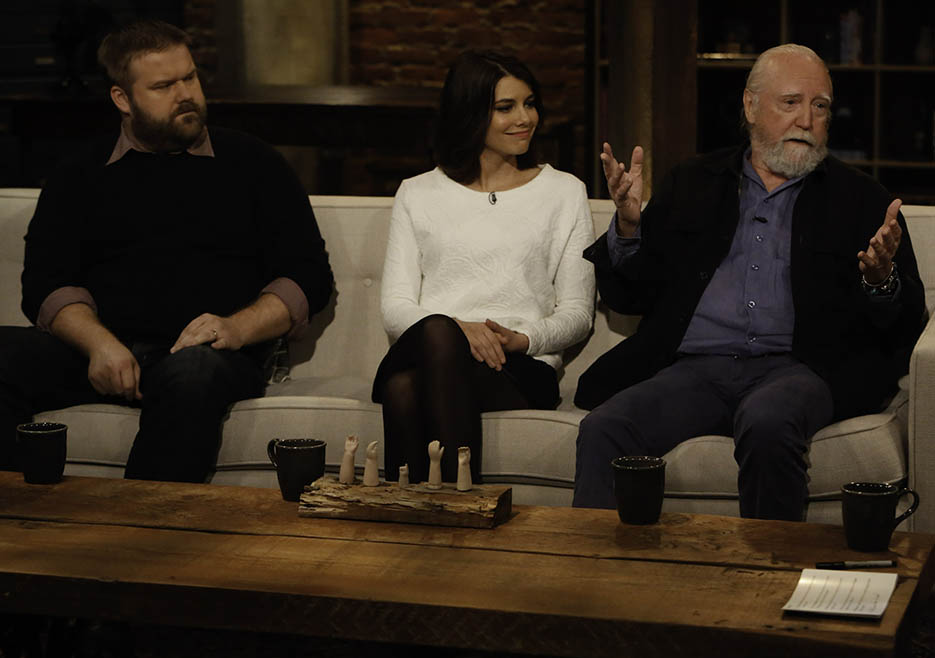 Robert Kirkman (The Walking Dead Executive Producer, Writer), Lauren Cohan (Maggie Greene) and Scott Wilson (Hershel Greene) in Episode 8 of The Talking Dead