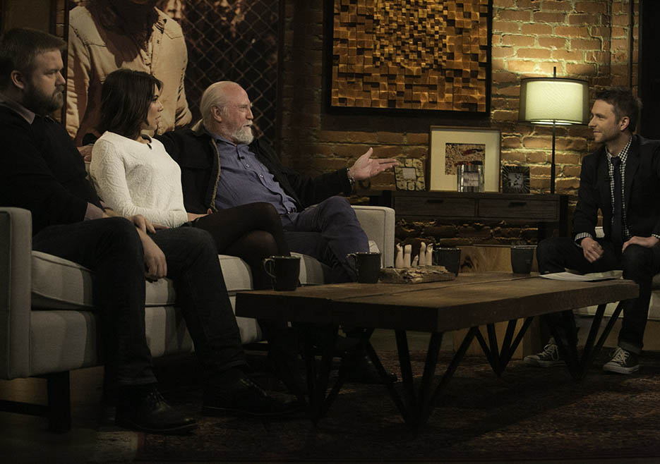 Robert Kirkman (The Walking Walking Dead Executive Producer, Writer), Lauren Cohan (Maggie Greene), Scott Wilson (Hershel Greene) and Chris Hardwick in Episode 8 of The Talking Dead