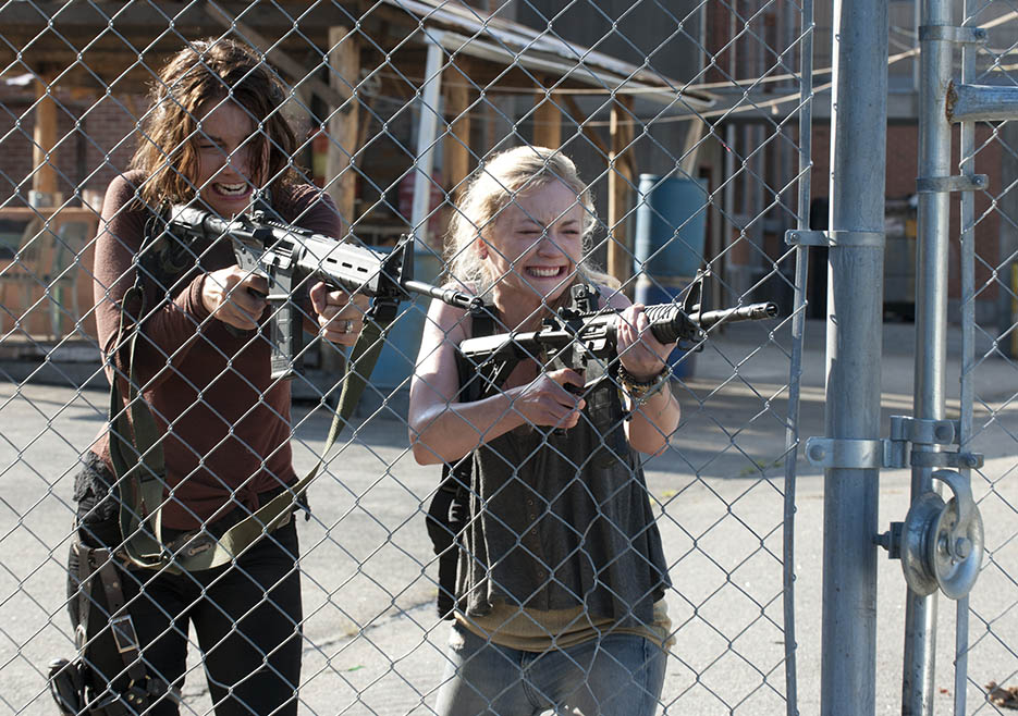 Maggie Greene (Lauren Cohan) and Beth Greene (Emily Kinney) in Episode 8 of The Walking Dead