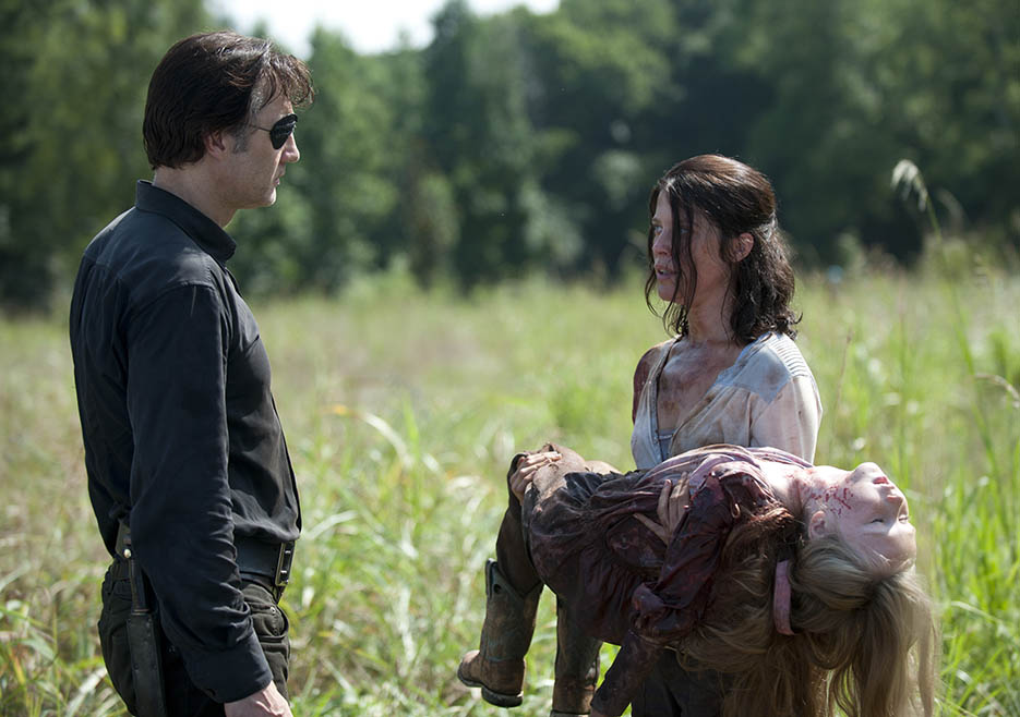 The Governor (David Morrissey), Lilly Chambler (Audrey Marie Anderson) and Meghan Chambler (Meyrick Murphy) in Episode 8 of The Walking Dead