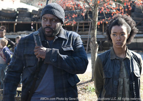 Tyreese (Chad L. Coleman) and Sasha (Sonequa Martin-Green) in Episode 16 of The Walking Dead