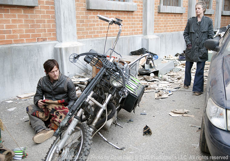 Daryl Dixon (Norman Reedus) and Carol Peletier (Melissa McBride) in Episode 16 of the Walking Dead