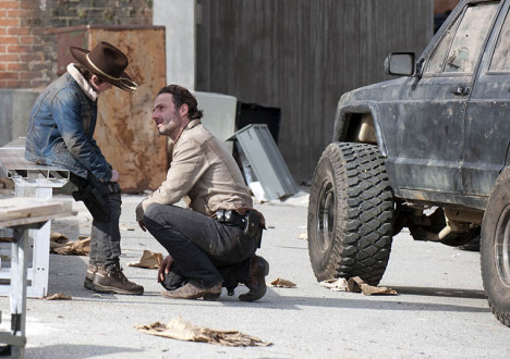 Carl Grimes (Chandler Riggs) and Rick Grimes (Andrew Lincoln) in Episode 16 of The Walking Dead