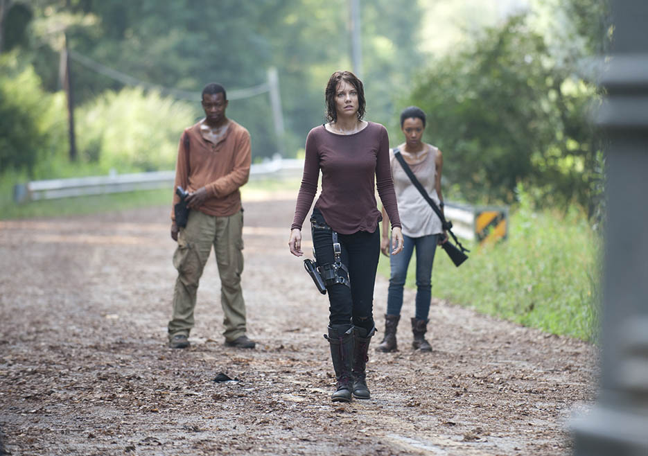 Bob Stookey (Lawrence Gilliard Jr.), Maggie Greene (Lauren Cohan) and Sasha (Sonequa Martin-Green) in Episode 10 of The Walking Dead