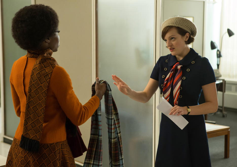 Shirley (Sola Bamas) and Peggy Olson (Elisabeth Moss) in Mad Men