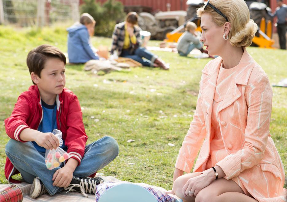 Bobby Draper (Mason Vale Cotton) and Betty Francis (January Jones) in Mad Men