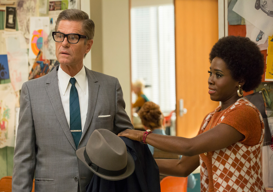 Jim Cutler (Harry Hamlin) and Shirley (Sola Bamis) in Mad Men
