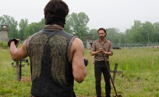 the-walking-dead-daryl-norman-rick-andrew-402-field-325