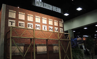 The-Walking-Dead-Season-5-Comic-Con-Booth-Photos-560x330-v2