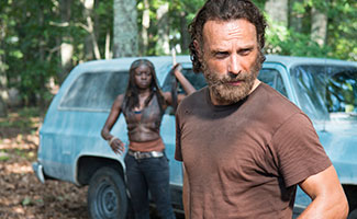 the-walking-dead-episode-509-rick-lincoln-michone-gurira-325