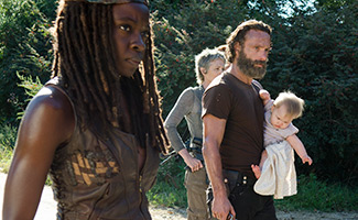 the-walking-dead-episode-512-michone-gurira-rick-lincoln-carol-mcbride-325
