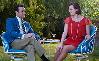 mad-men-season-7B-gallery-don-hamm-peggy-moss-325