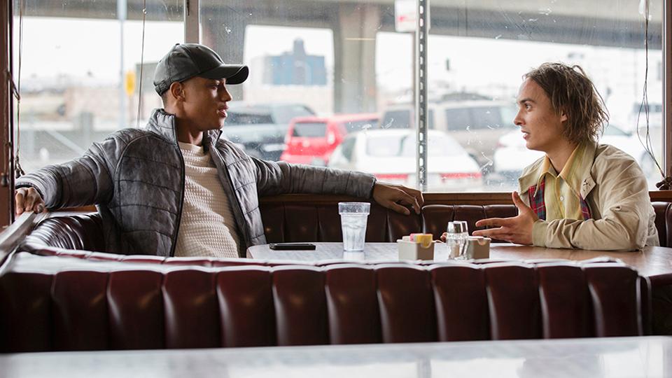 Calvin (Keith Powers)  y Nick Clark (Frank Dillane) en Episodio 1 / Photo by Justin Lubin/AMC