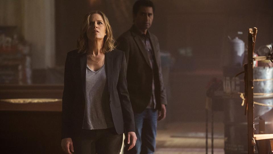 Travis Manawa (Cliff Curtis) y Madison Clark (Kim Dickens) en Episodio 1 / Photo by Justin Lubin/AMC
