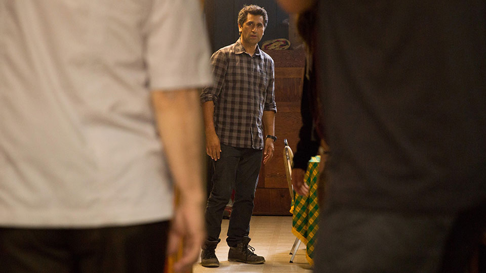 Travis Manawa (Cliff Curtis) en Episodio 2 / Photo by Justina Mintz/AMC