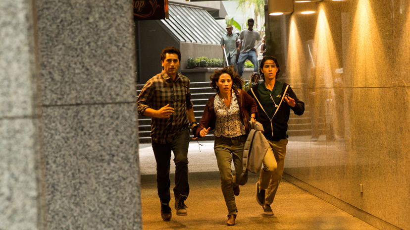 Cliff Curtis as Travis, Elizabeth Rodriguez as Liza and Lorenzo James Henrie as Chris - Fear The Walking Dead _ Season 1, Episode 2 - Photo Credit: Justina Mintz/AMC