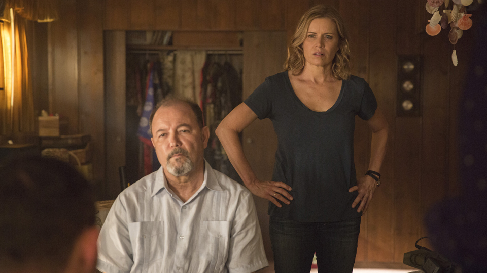 Daniel Salazar (Ruben Blades) y Madison Clark (Kim Dickens) en Episodio 5 / Photo by Justina Mintz/AMC