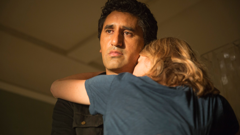 Travis Manawa (Cliff Curtis) y Madison Clark (Kim Dickens) en Episodio 5 / Photo by Justina Mintz/AMC