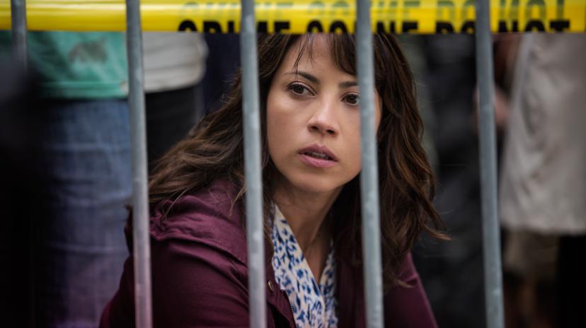 Elizabeth Rodriguez as Liza - Fear The Walking Dead _ Season 1, Episode 2 - Photo Credit: Justina Mintz/AMC
