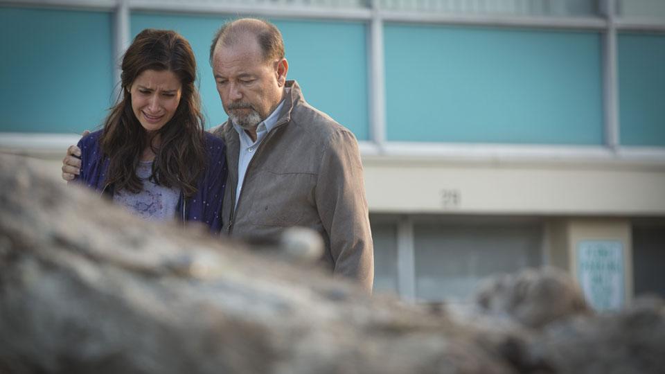Daniel Salazar (Ruben Blades) y Ofelia Salazar (Mercedes Mason)  en Episodio 6 / Photo by Justina Mintz/AMC